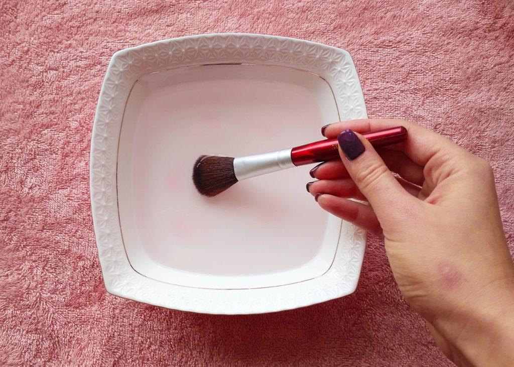 помыть кисти для макияжа